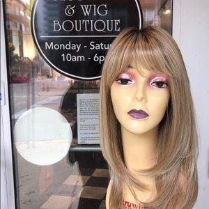 "Accessories - Blonde ombré Hairuwear wig 14"" Layers 2019 New Wig"